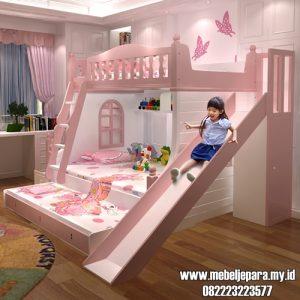 Tempat Tidur Tingkat Perosotan Anak Perempuan