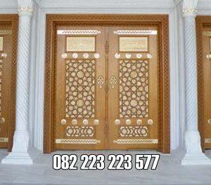 Pintu Utama Masjid Kayu Jati Jepara