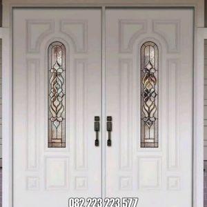 Pintu Depan Cat Duco Warna Putih Kombinasi Kaca Inlay