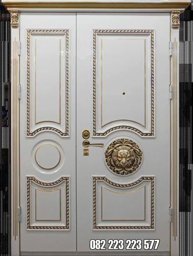 Pintu Asimetris Besar Kecil Model Ukiran Cat Duco